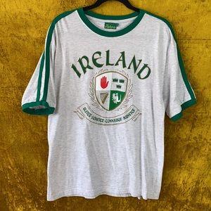 Retro Gray Ireland Crest 90s Graphic Shirt szL
